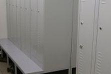- Šatní skříňky pro výrobce luxusní elektroniky