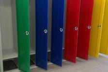Barevné šatní skříňky pro 1. stupeň ZŠ