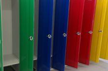 - Barevné šatní skříňky pro 1. stupeň ZŠ