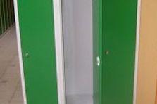 - Šatní skříňky na soklu do základní školy v Praze 4