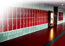 Šatní skříně dělené na výšku
