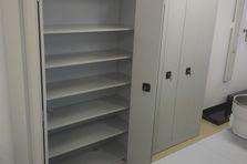 Skladové skříně s lomenými dveřmi