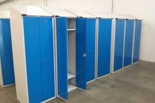 Vybavení šatny pro výrobní závod - Šatní skříňky s úpravou pro sušení ručníků