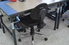 Dílenský stůl ALSOR® s antistatickou (ESD) deskou je určen pro práci s elektronikou. - Stavitelný stůl ALSOR® s ESD pracovní deskou