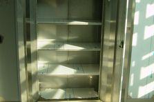 - Nerezové skříně a pozinkové regály