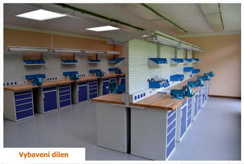 Kovový dílenský stůl - vybavení školní dílny