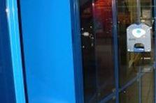 - Úschovné boxy pro návštěvníky nákupního centra, prosklená dvířka