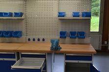 Kontejnery pro uskladnění nářadí a spojovacího materiálu - Profesionální dílenské stoly jako základ vybavení dílny