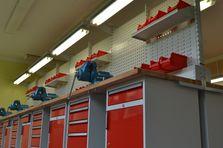 Praktické dílenské kontejnery - Profesionální dílenské stoly jako základ vybavení dílny