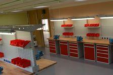 Závěsný systém - Profesionální dílenské stoly jako základ vybavení dílny