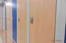 Dveře šatních skříněk z lamina - Vybavení šaten - Rudolfinum v Hradci Králové