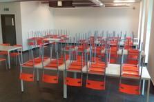 Vybavení jídelny - stoly a židle - Vybavení šaten, jídelny a dílenského zázemí